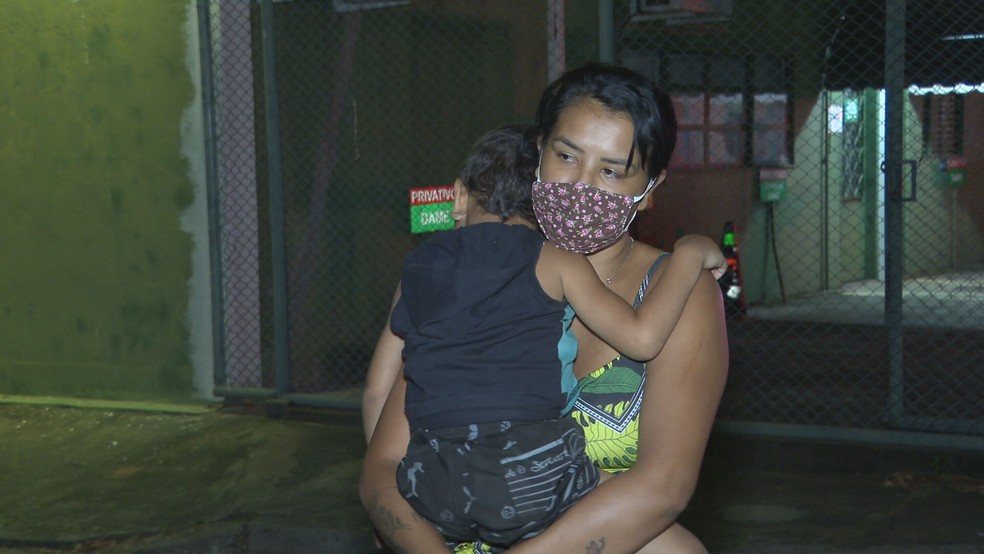 Vendedora ambulante Erika Lorrayne reencontrou o filho nesta terça-feira (7), no DF — Foto: TV Globo/Reprodução
