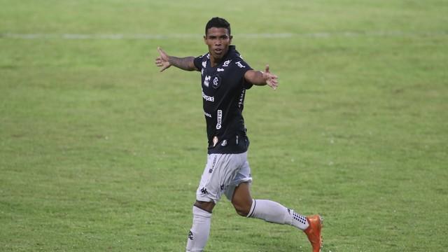 Dioguinho marca o gol da vitória do Remo contra o Itupiranga