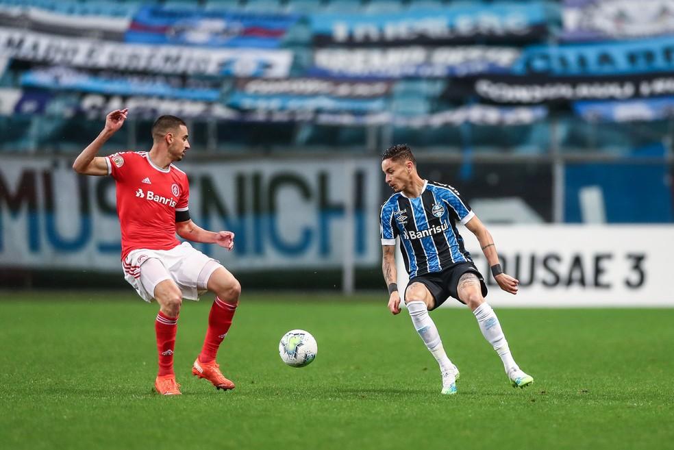 Diogo Barbosa entrou no segundo tempo no clássico — Foto: Lucas Uebel/DVG/Grêmio