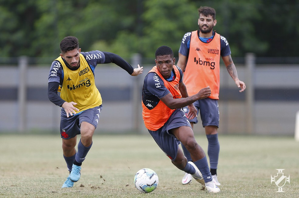 Andrey, Juninho e Ricardo Graça em ação no treino do Vasco — Foto: Rafael Ribeiro/Vasco