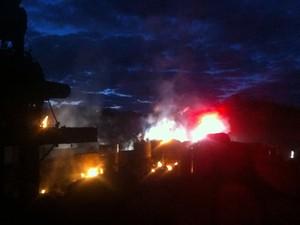 Incêndio começou após a explosão na caldeira  (Foto: Assiscity/ Divulgação)