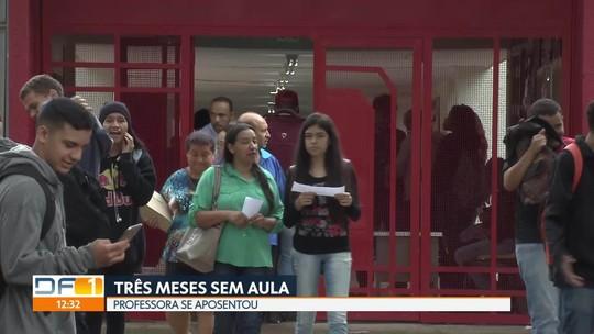 Após aposentadoria de professora, escola do DF deixa alunos 3 meses sem aula de português