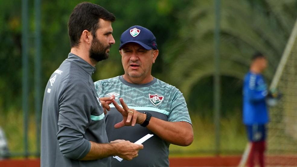 Roberto Ribas e James Freitas, os auxiliares de Roger — Foto: Mailson Santana / Fluminense FC