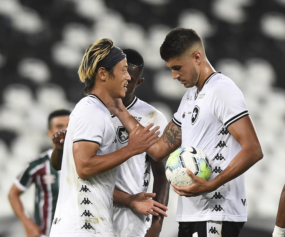 Pedro Raul, Marcelo e Honda em Fluminense x Botafogo — Foto: André Durão