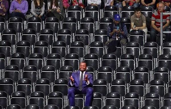 A montagem compartilhada por 50 Cent provocando o rapper Ja Rule em referência à sua compra de 200 ingressos para o show de seu rival (Foto: Instagram)
