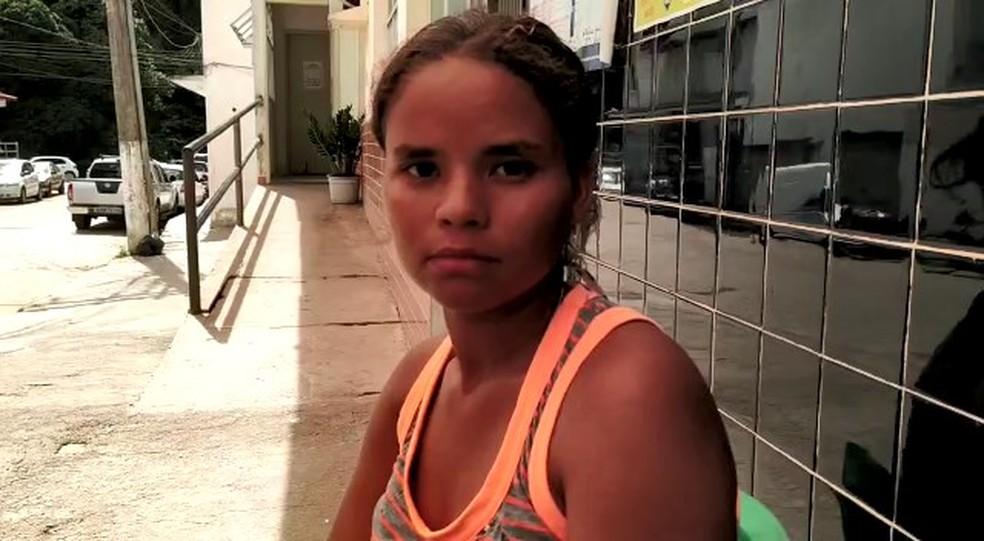 Luciana Souza Pereira, de 21 anos, correu para tentar salvar a vida da filha em João Neiva, ES — Foto: Eduardo Dias/TV Gazeta