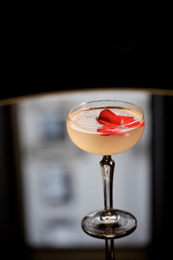 WASHINGTON, DC -French Daiquiri with Bacardi Superior Rum, St. Germain, Absinthe Mist and Bubbles at Opaline in the Sofitel Hotel photographed in Washington, DC. (Photo by Deb Lindsey For The Washington Post via Getty Images). (Foto: The Washington Post via Getty Im)
