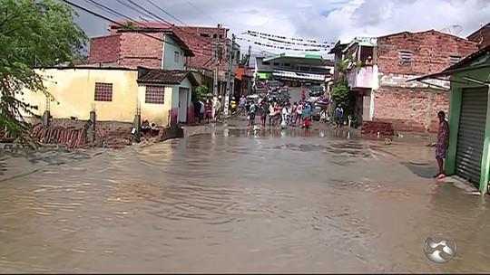 'Eu nunca vi isso na minha vida', diz morador após chuva sete vezes maior do que o esperado para fevereiro em PE
