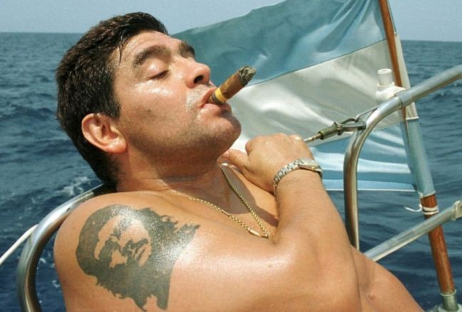 Os argentinos estão na vida para ser Maradonas (Foto: Arquivo)