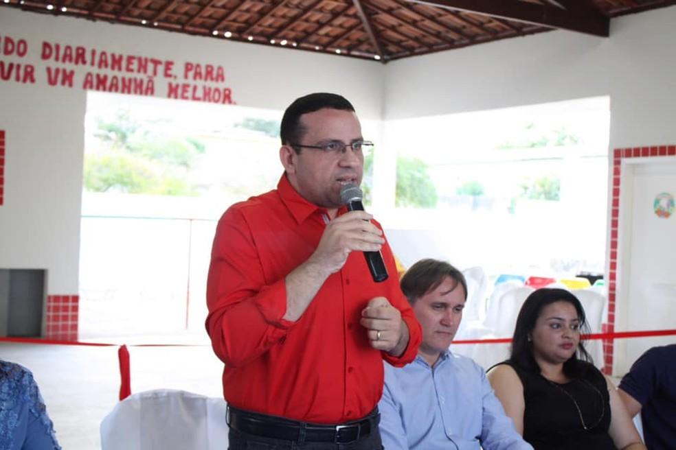 Ex-prefeito de Santana do Matos, Edvaldo Júnior, renunciou ao mandato para assumir cargos conquistados em concursos públicos — Foto: Prefeitura de Santana do Matos