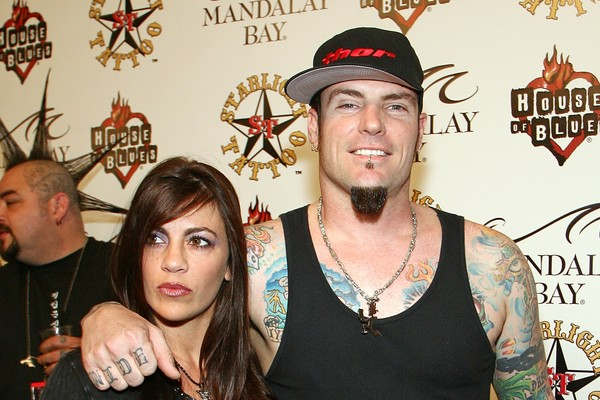 O cantor Vanilla Ice com a ex-esposa, a também artista Laura Van Winkle (Foto: Getty Images)