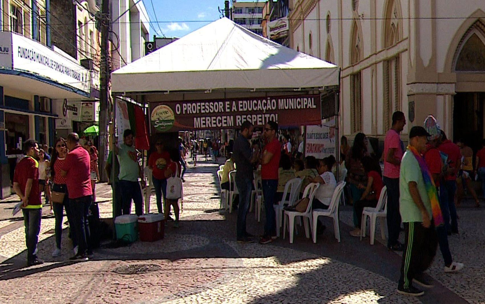 Professores paralisam e cerca de 30 mil alunos ficam sem aula em Aracaju nesta quarta-feira - Notícias - Plantão Diário