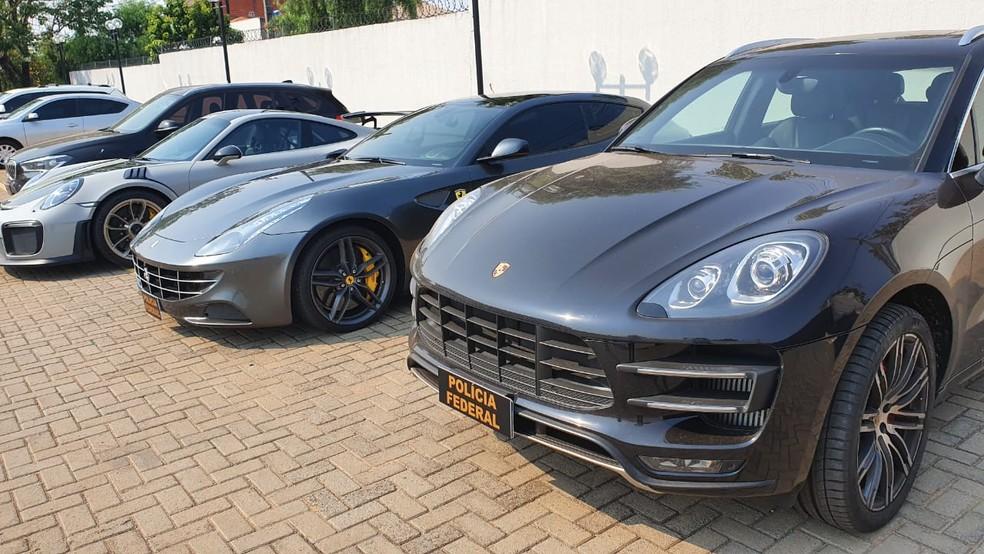 Quatro carros de luxo foram apreendidos em Maringá — Foto: RPC Maringá