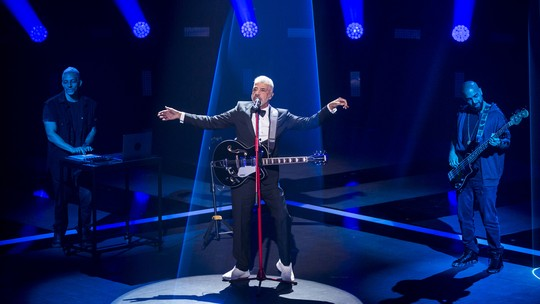 Lulu Santos canta música inédita feita para seu novo amor na Final do 'The Voice Brasil'