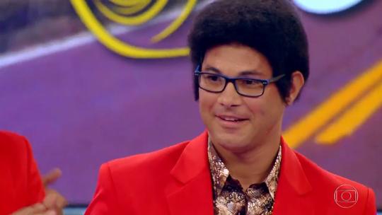 'Lata Velha': soldado se transforma em Bruno Mars para ter seu carro reformado