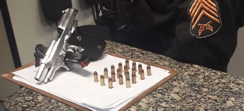 Material apreendido foi encaminahdo para a 123ª DP em Macaé, no RJ — Foto: Divulgação/Polícia Militar