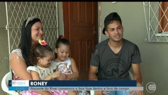 """Pede música? Aos 25 anos, atacante do River-PI será pai pela terceira vez: """"Família é tudo"""""""