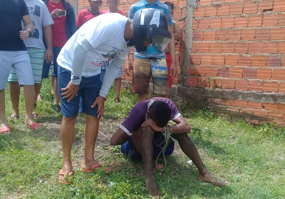 Suspeito sofreu tentativa de linchamento ao roubar moto em Teresina (Foto: Gilcilene Araújo/G1 PI)