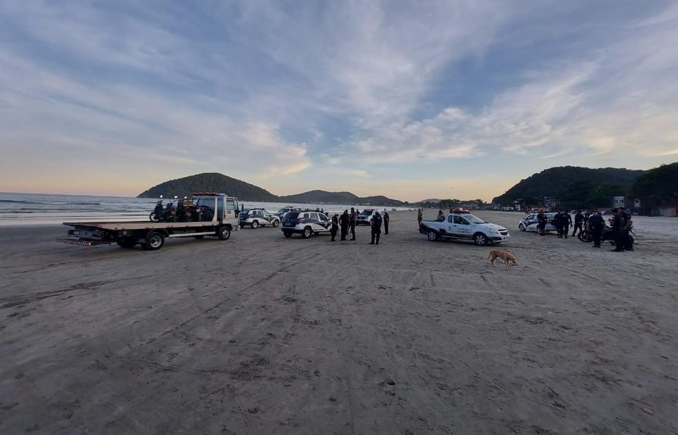 Guardas fizeram fiscalização na Praia do Perequê, em Guarujá, SP — Foto: Divulgação/Prefeitura de Guarujá