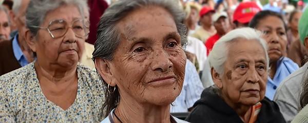 Idosos em programa da fundação chilena Oportunidade Maior