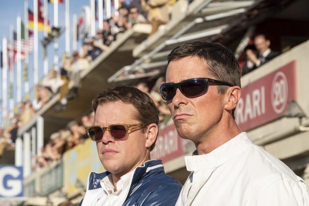 Matt Damon and Christian Bale in Twentieth Century Fox's FORD V. FERRARI. (Foto: Divulgação)