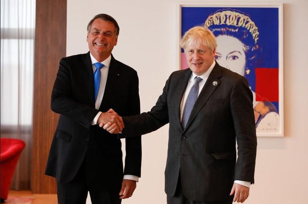 Boris Johson recomenda vacina de Oxford durante reunião com Bolsonaro nos EUA