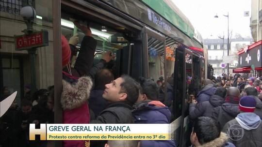 Greve geral na França paralisa transporte público