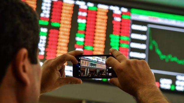 Apesar da recessão ter ficado para trás há mais de um ano, a retomada da economia está ocorrendo de forma lenta (Foto:  Getty Images via BBC News Brasil)
