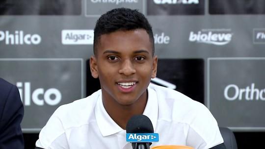 """Vendido ao Real Madrid, Rodrygo diz que brigou para Santos receber multa e sonha com """"títulos grandes"""" antes de sair"""