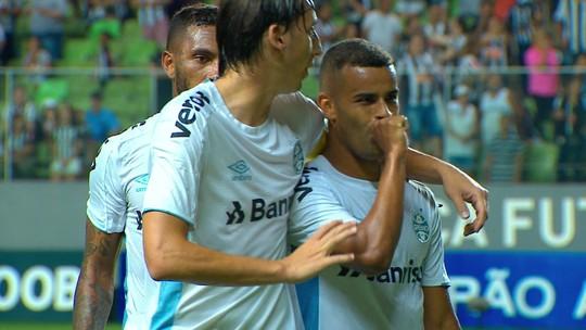 Gol do Grêmio! Alisson finaliza e conta com desvio para marcar, aos 48' do 2º Tempo