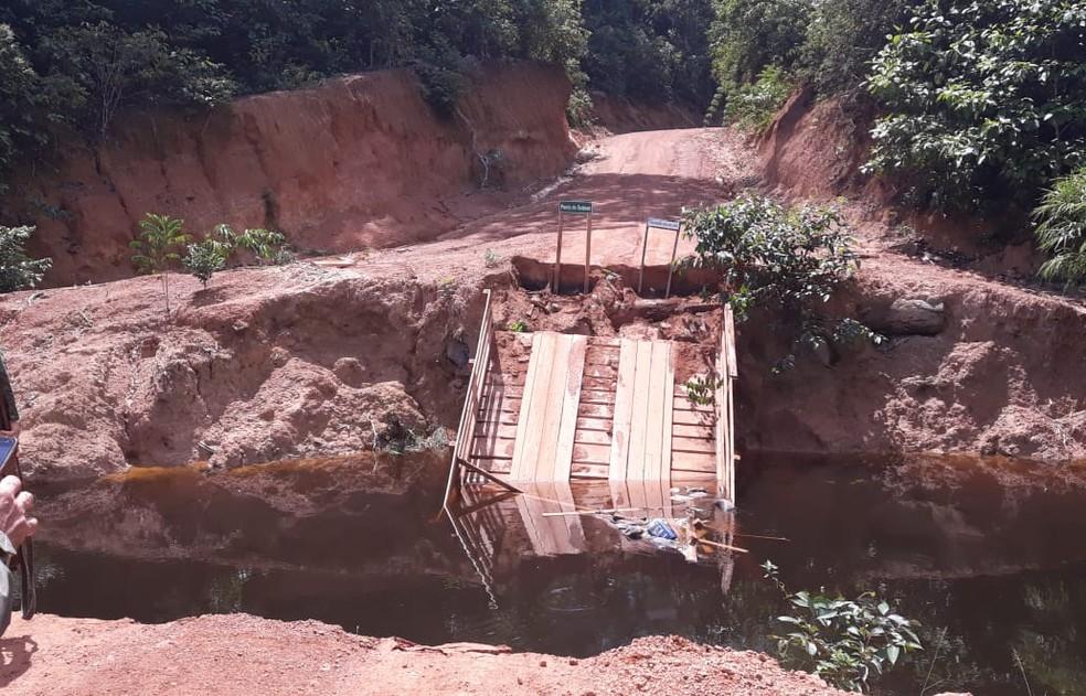 Pontes que dão acesso à floresta foram destruídas. Uma delas foi a do Rio Miriti.  — Foto: ICMBio/Divulgação