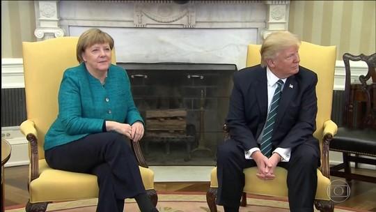 Trump recebe Angela Merkel mas ignora pedido de aperto de mãos