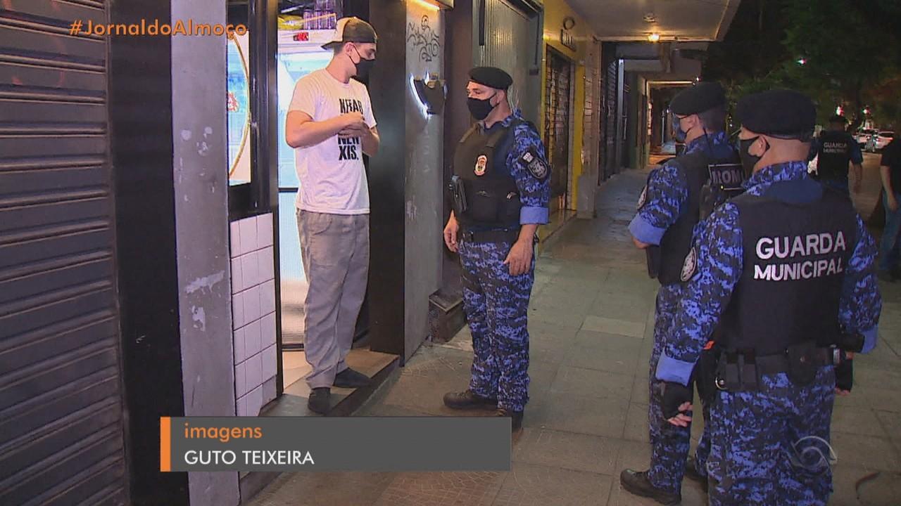 Guarda Municipal fiscaliza estabelecimentos em Porto Alegre