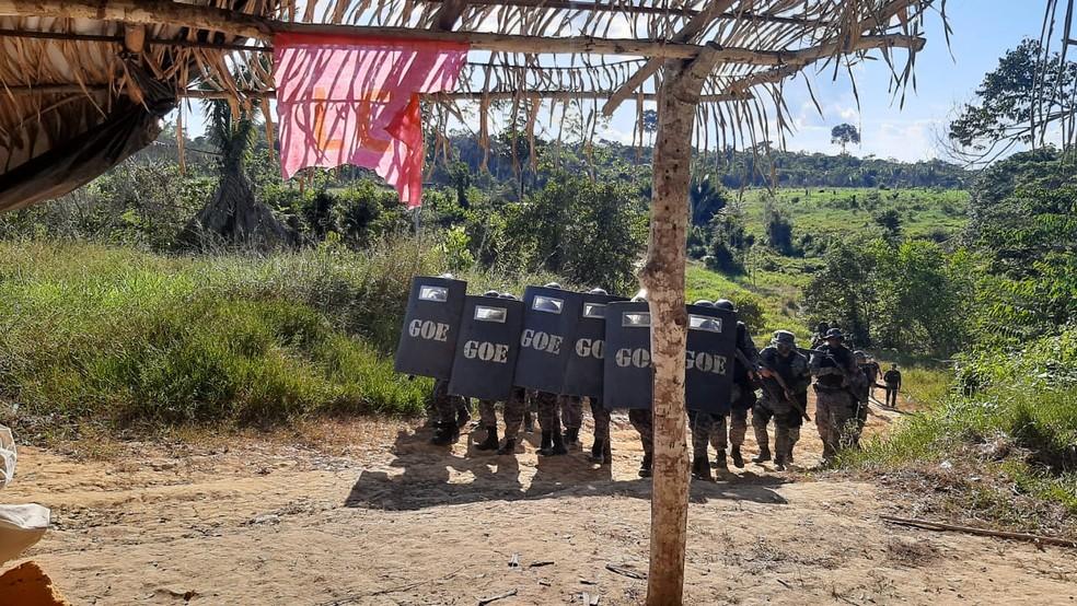 Operação de reintegração de posse é realizada na Zona Rural de Machadinho do Oeste, RO — Foto: Reprodução