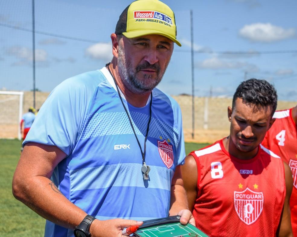 Luciano Quadros comanda o Potiguar de Mossoró, embalado por três vitórias consecutivas — Foto: Léo Moura/ACDP