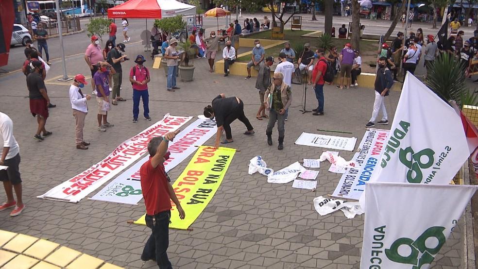 Concentração para protesto contra Jair Bolsonaro em Campina Grande, na Paraíba — Foto: Reprodução/TV Paraíba