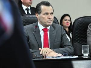 Silval Barbosa (PMDB) se negou a responder pergunta na CPI, mas se disse 'angustiado'. (Foto: Renê Dióz / G1)