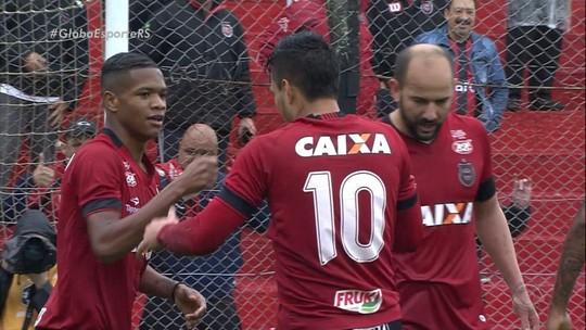 """Criado com Lucas e Casemiro, Rafinha alia artilharia ao futebol """"pegado"""" no Brasil"""