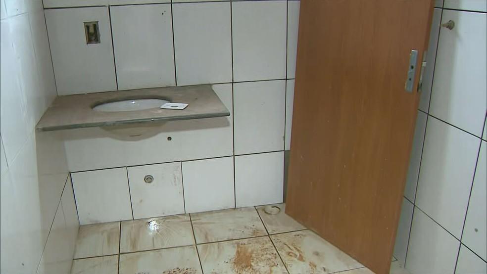 Casa da CDHU inacabada em São José da Bela Vista, SP (Foto: Reprodução/EPTV)