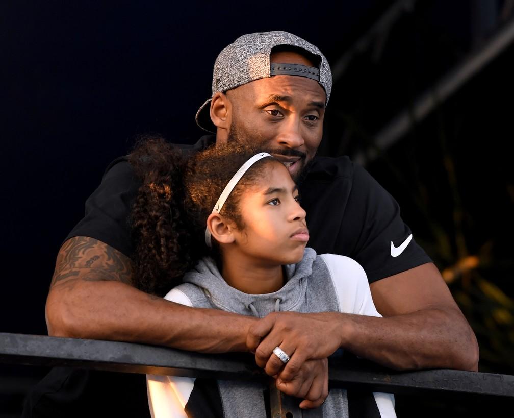 Kobe Bryant e a filha Gianna Maria, de 13 anos, em foto de julho de 2018 — Foto: Harry How/Getty Images via AFP/Arquivo
