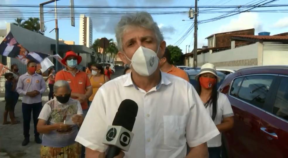 Ricardo Coutinho promete obras de drenagem para o Esplanada, em João Pessoa — Foto: TV Cabo Branco/Reprodução