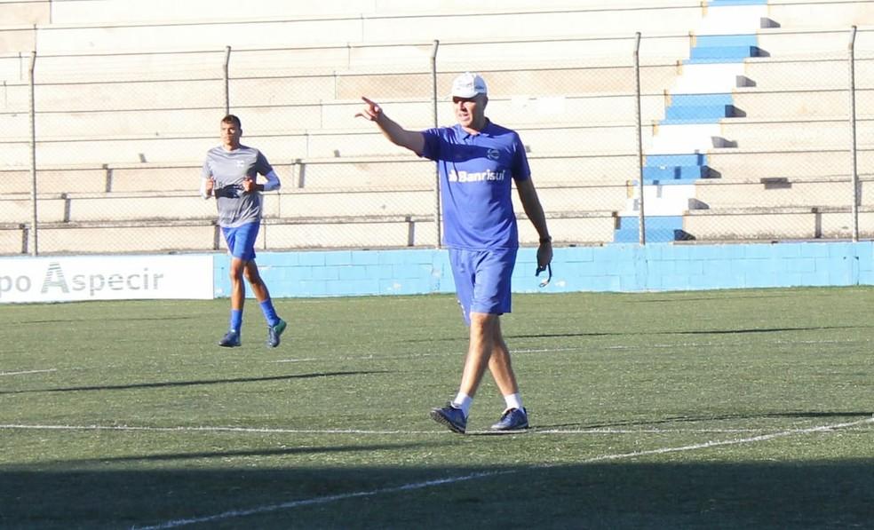 Rafael Jaques é técnico do São José-RS, o time de melhor campanha da Série D até então (Foto: Eduardo Torres / Esporte Clube São José)