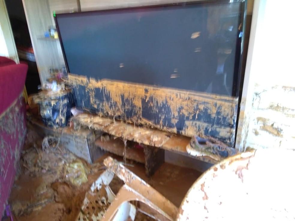 Mar de lama invadiu casas — Foto: Defesa Civil