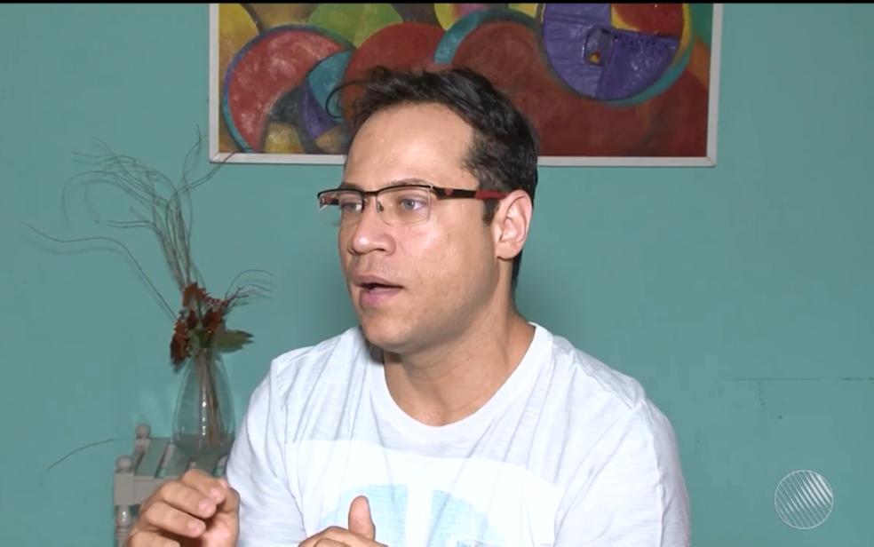 Jornalista acusa jovem de ter proferido comentários homofóbicos durante discussão (Foto: Reprodução/ TV São Francisco)