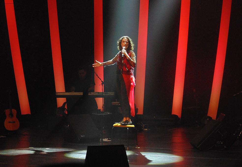 Zélia Duncan canta 24 músicas na estreia nacional do show 'Tudo é um' — Foto: Mauro Ferreira / G1