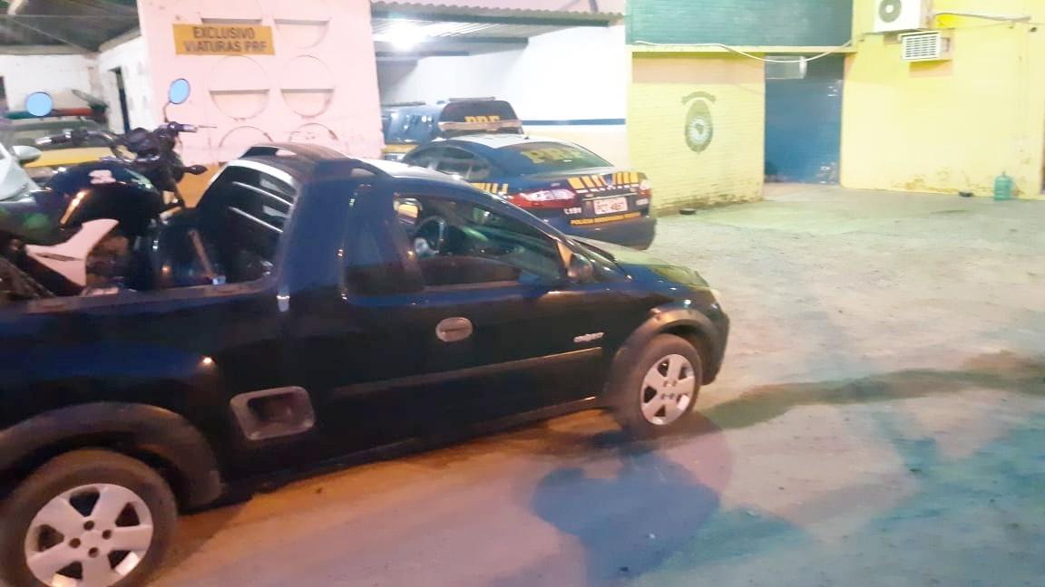 Caminhonete roubada há nove anos é recuperada na BR-104, em Caruaru