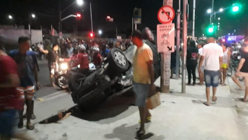 Acidente com caminhão atingiu 19 outros veículos, em Fortaleza. (Foto: André Alencar/TV Verdes Mares)
