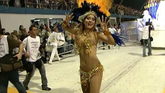 Monique Alfradique relembra Carnaval em que desfilou em 14 escolas: 'Estava preparada'