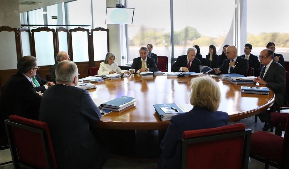 Imagem mostra os ministros do STF durante a sessão administrativa desta quarta (9), na qual foi discutido o orçamento da Corte para 2018 (Foto: Fellipe Sampaio/SCO/STF )
