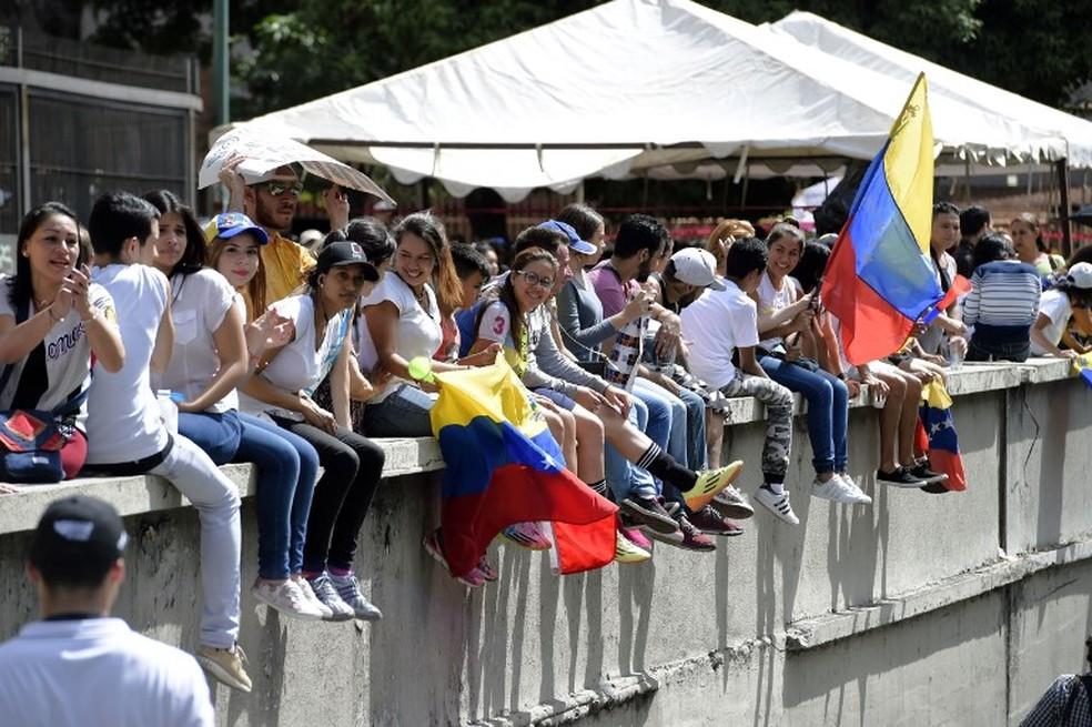 Protesto durante o plebiscito informal na Venezuela (Foto: France Presse)